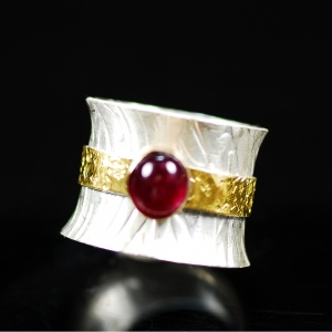 Ruby in Gold Ring Detail